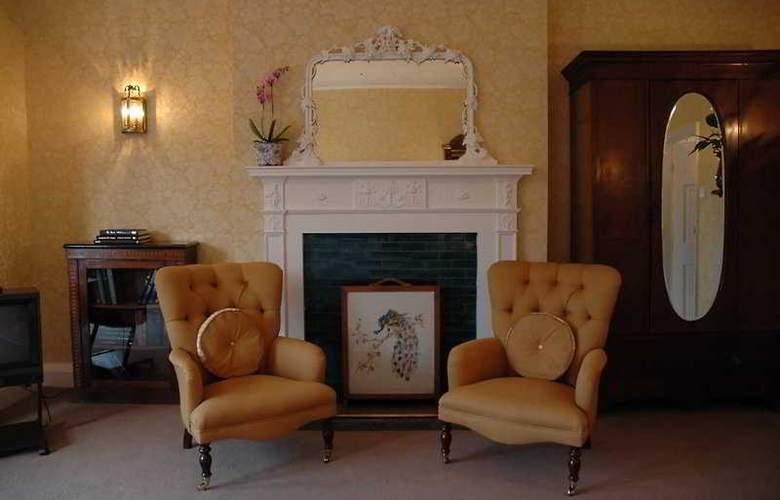Donington Manor - Room - 2