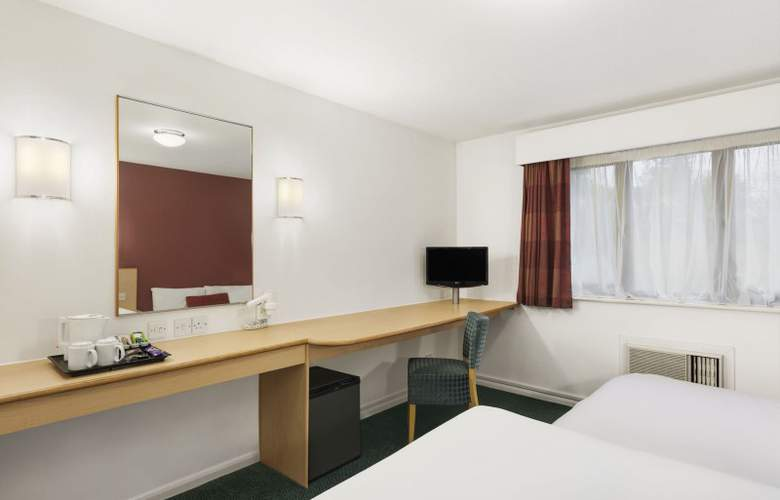Days Inn London Stansted Airport - Room - 6