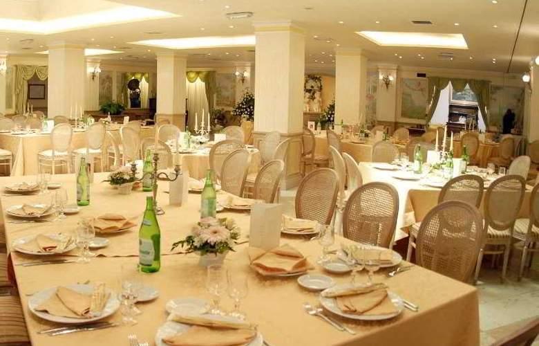 Hotel V7 - Restaurant - 6
