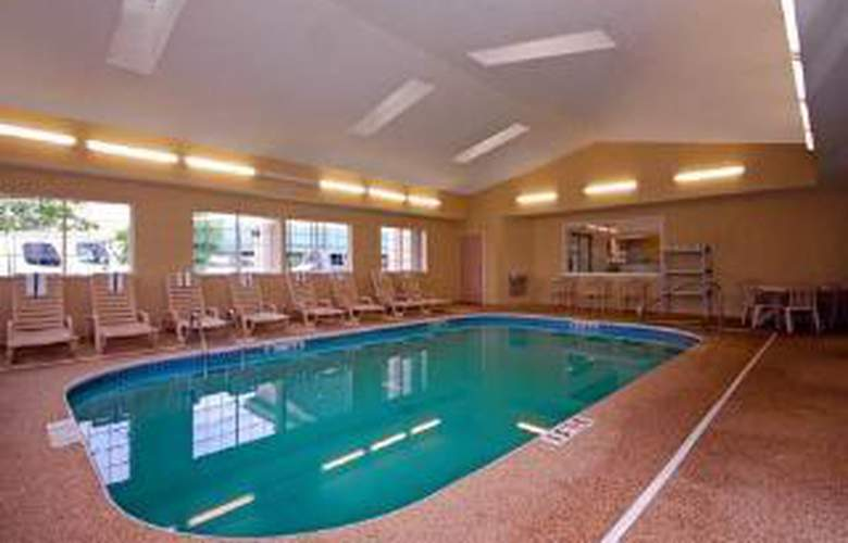 Comfort Suites Clara Avenue - Pool - 6