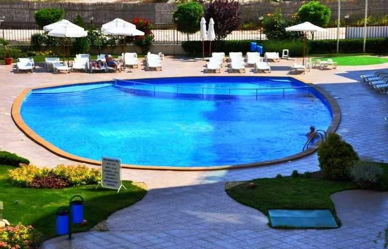 Sunny Holiday Aparthotel - Pool - 8