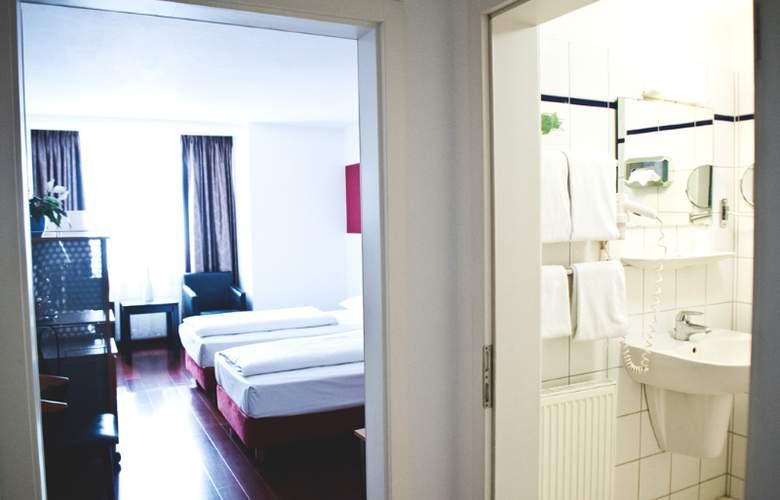 InterCityHotel Düsseldorf - Room - 1