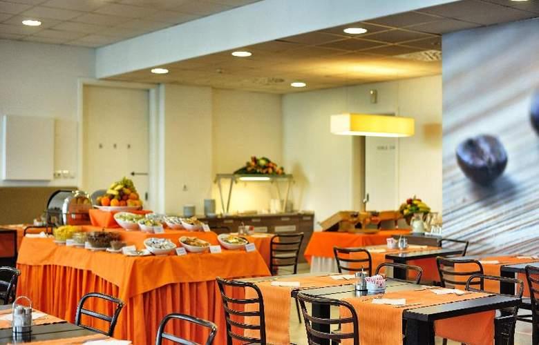 Rebro Hotel - Restaurant - 27