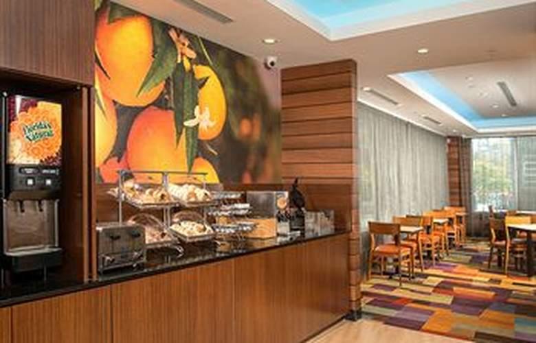 Fairfield Inn & Suites New York Manhattan/Downtown East - Meals - 15