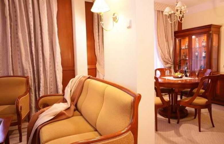 Peak Hotel - Room - 13