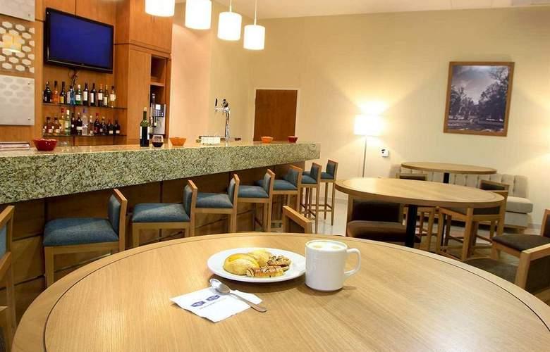 Hampton Inn By Hilton Guadalajara - Expo - Bar - 22