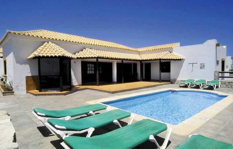 V.I.P. Villas - Hotel - 0