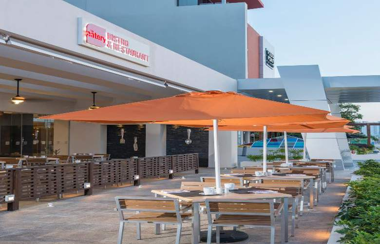 Four Points by Sheraton Cancun Centro - Bar - 1