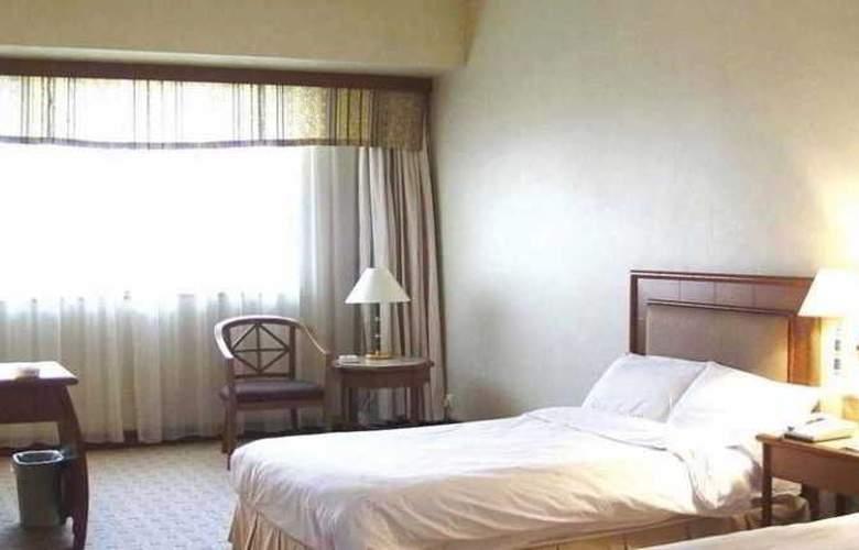 Gloria Plaza - Room - 9
