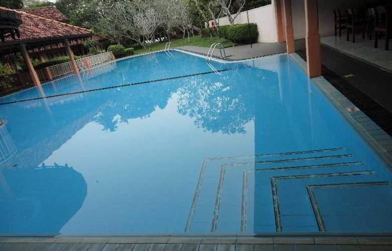 Aida - Pool - 5