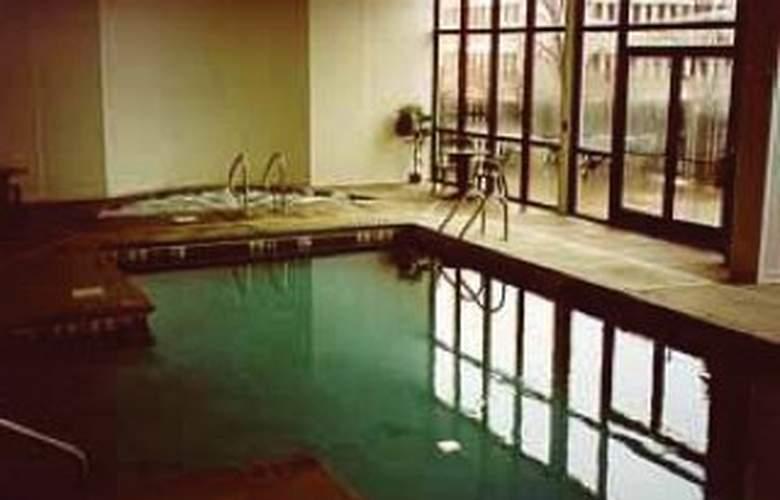 Comfort Inn Omaha - Pool - 2
