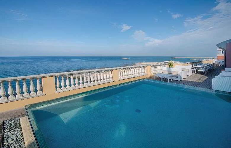 Livorno Grand Hotel Palazzo - Terrace - 34