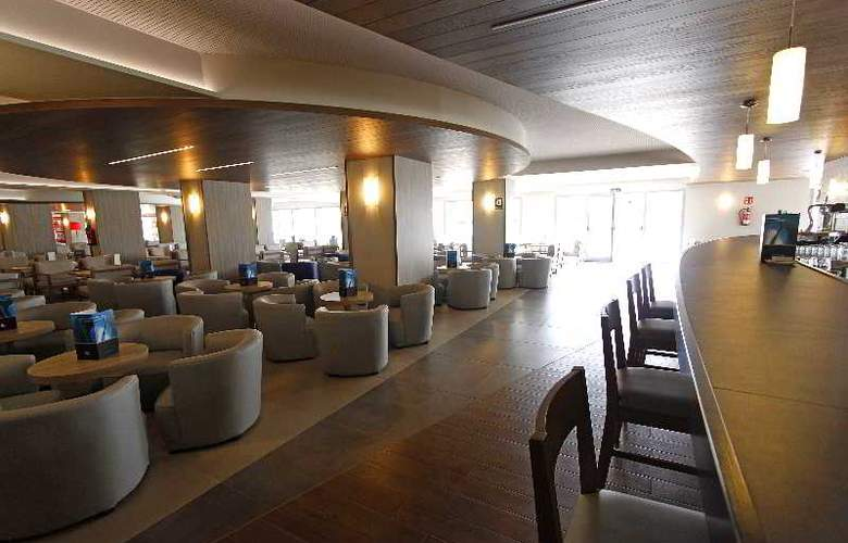 BG Tonga and Suites Tower Design Hotel - Bar - 8