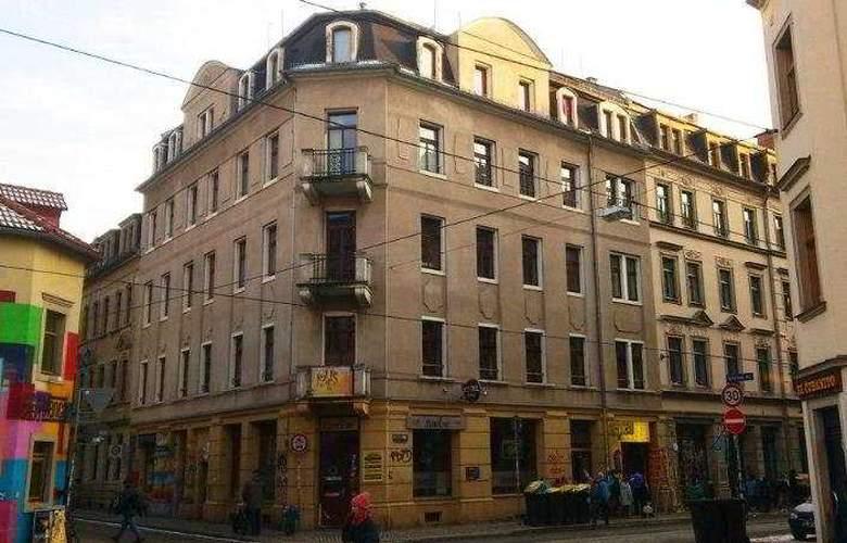 HOSTEL LOLLIS HOMESTAY - Hotel - 0