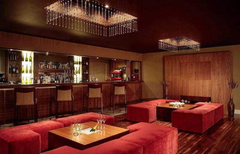 The Felbridge Hotel and Spa - Bar - 6