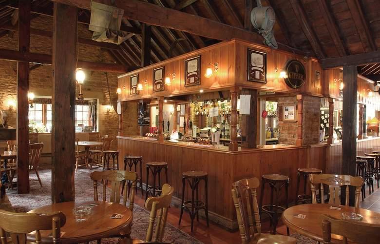 Best Western Plus Orton Hall Hotel & Spa - Bar - 4