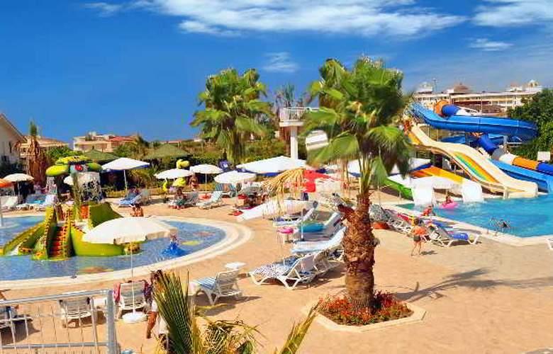 Serenis Hotel - Pool - 16