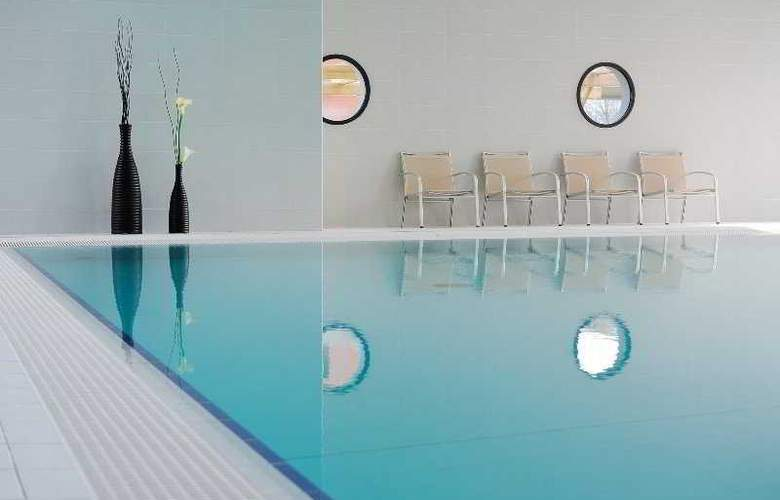 Residhome Carrieres Seine Saint Germain - Pool - 5