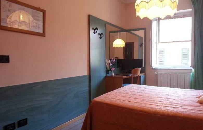 Di Stefano - Room - 6