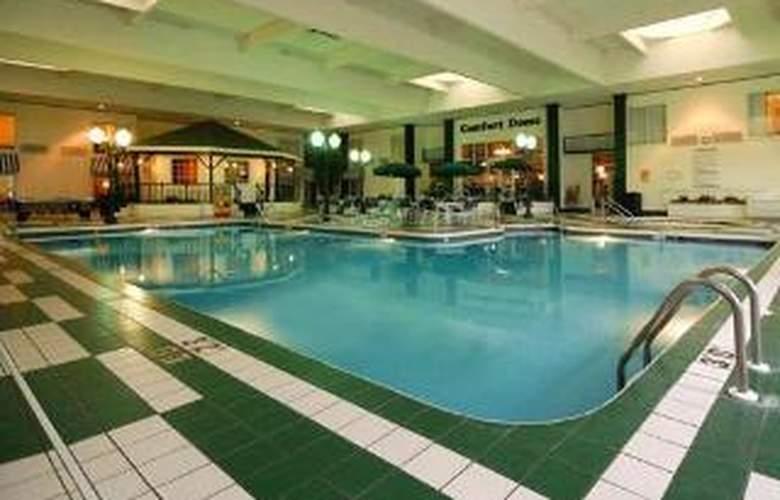 Comfort Suites Appleton Airport - Pool - 6