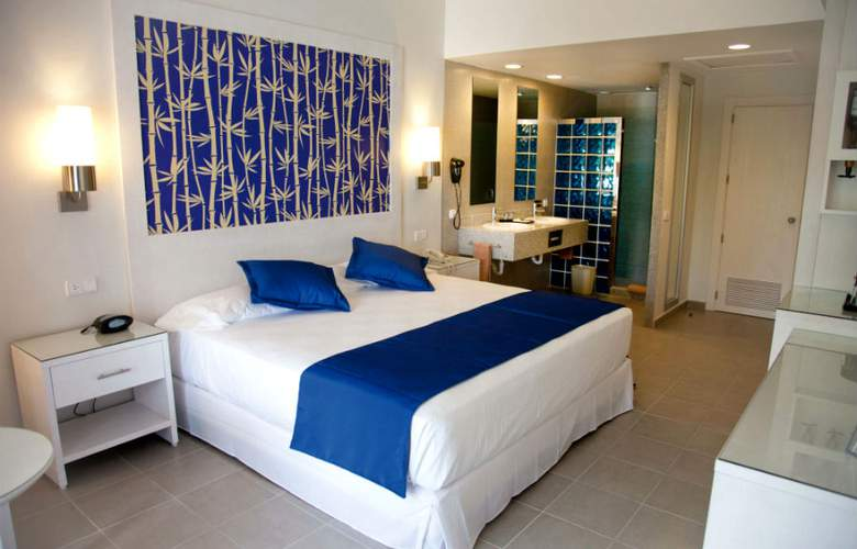 Hotel riu bambu desde 137 punta cana for Habitacion familiar riu bambu