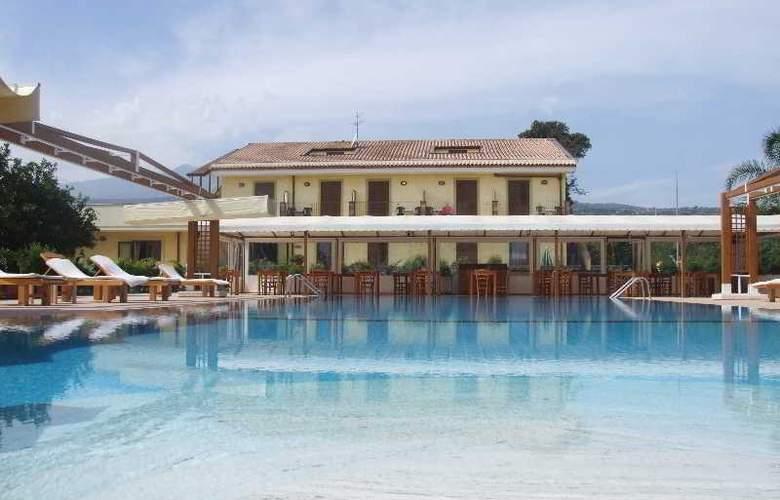 La Terra Dei Sogni Hotel & Farm House - Pool - 4