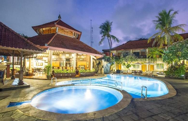 Sol House Kuta Bali - Pool - 2