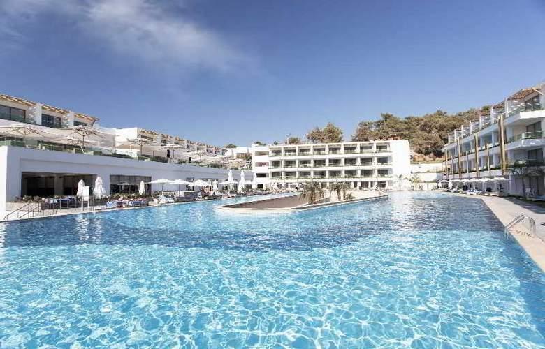 Thor Luxury Hotel & Villas - Pool - 14