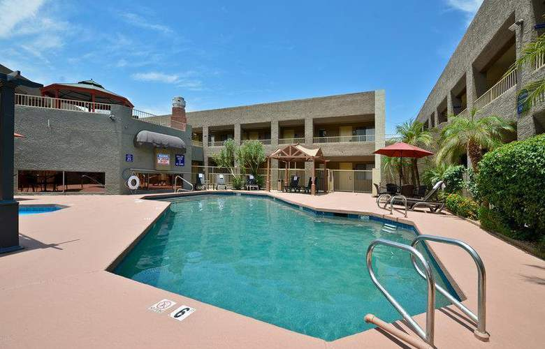 Best Western Plus Inn Suites Yuma Mall - Pool - 101