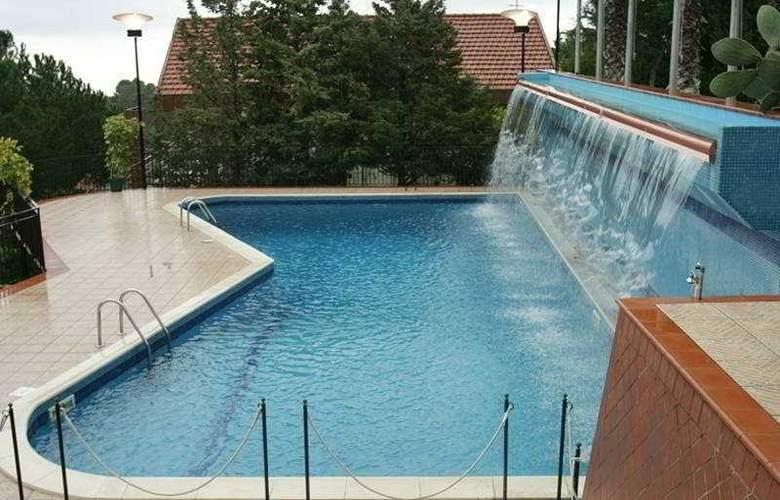 Holiday Palace - Pool - 3