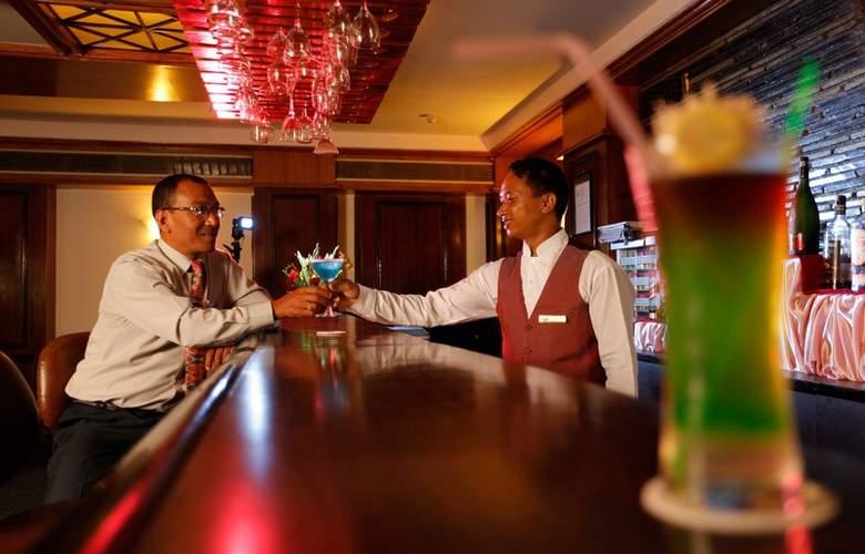Pokhara Grande - Bar - 4