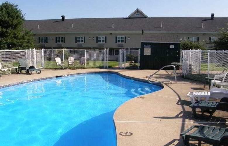 Fireside Inn & Suites Auburn - Pool - 3
