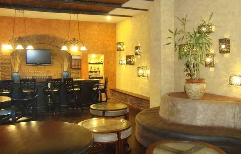 Clarion Suites Mediterraneo - Bar - 5