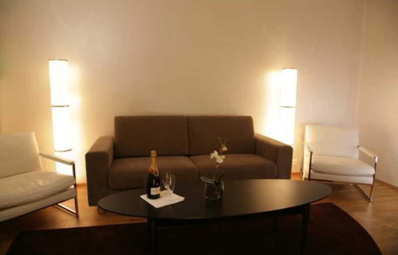 CF Hotel - Room - 2