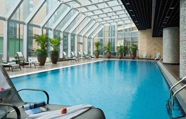 Swissotel - Pool - 10
