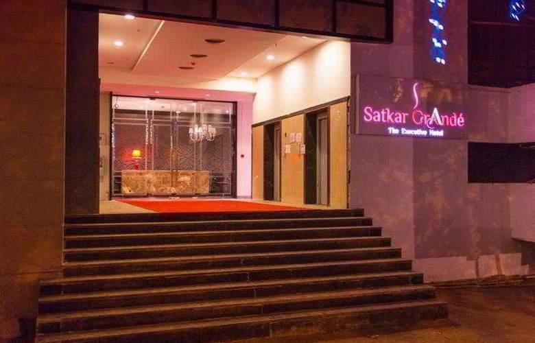 Satkar Grande - Hotel - 0