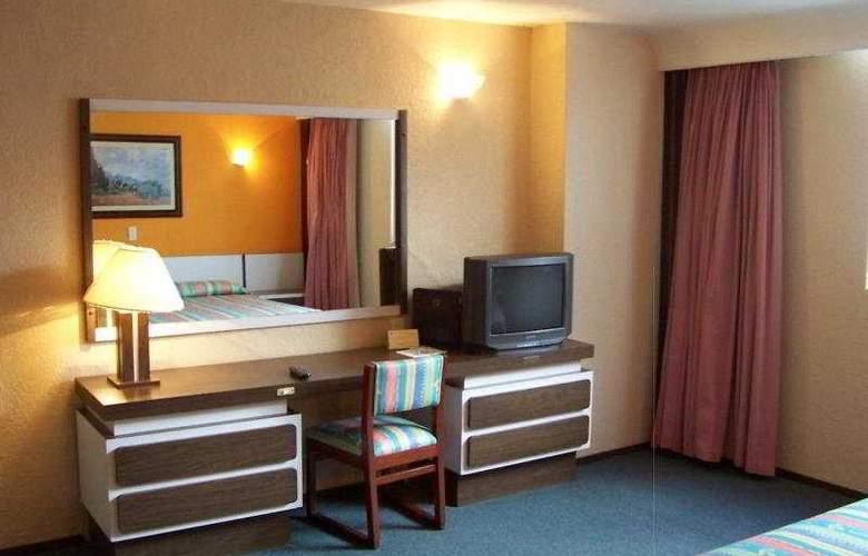 Segovia Regency - Room - 8