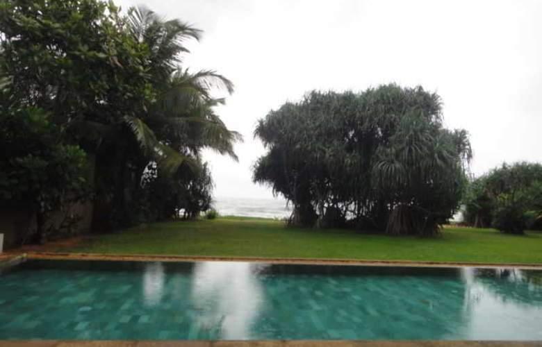 Temple Tree Resort - Pool - 11