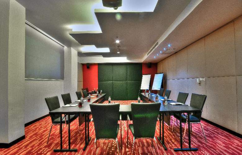Galleria 10 Sukhumvit by Compass Hospitality - Conference - 5