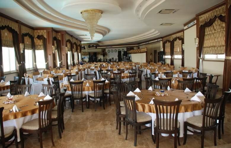 Grand Santana - Restaurant - 6