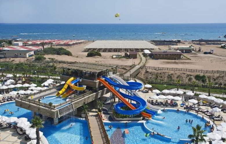 Crystal Palace Luxury Resort & Spa - Pool - 16