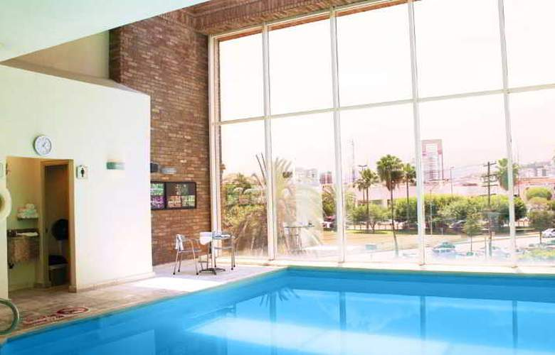 Four Points by Sheraton Galerias Monterrey - Pool - 15