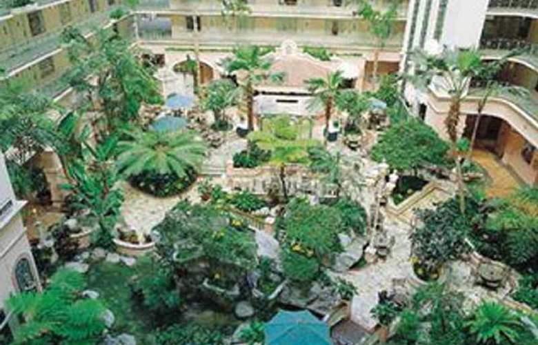 Embassy Suites Fort Lauderdale - Terrace - 2