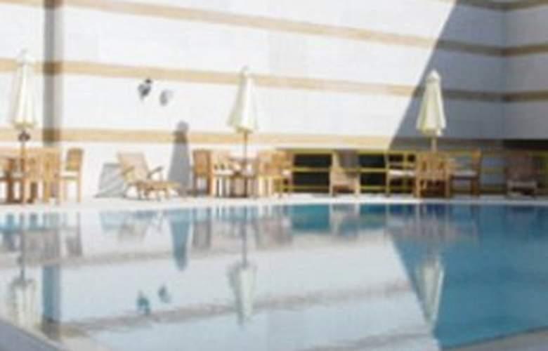 Rydges Plaza Doha - Pool - 4