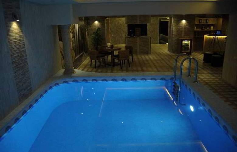 Nairi Hotel - Pool - 10