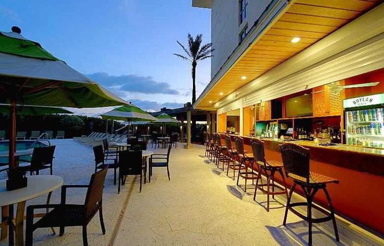 Courtyard by Marriott Hutchinson Island - Bar - 10
