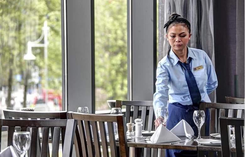 Clayton Cardiff - Restaurant - 80