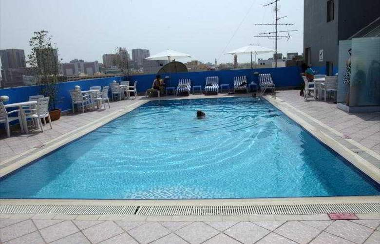 Montreal Hotel - Pool - 4