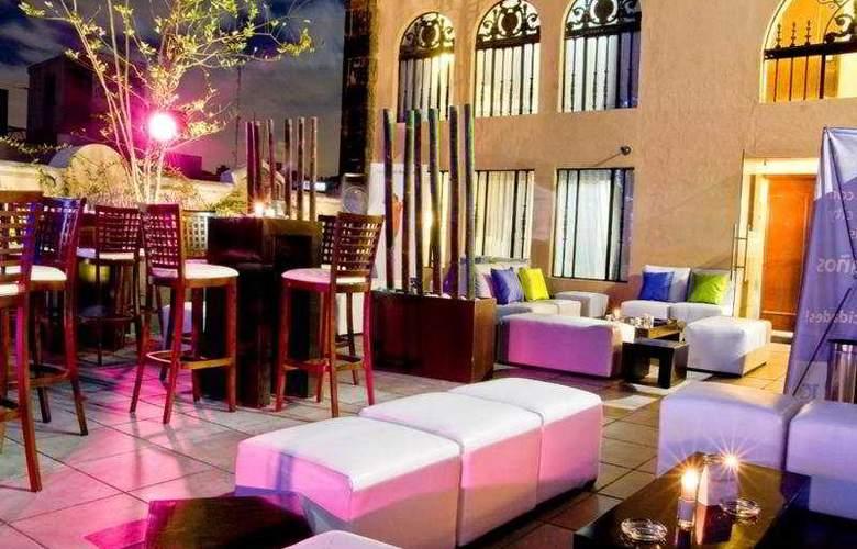 Hampton Inn & Suites Centro Historico - Bar - 9