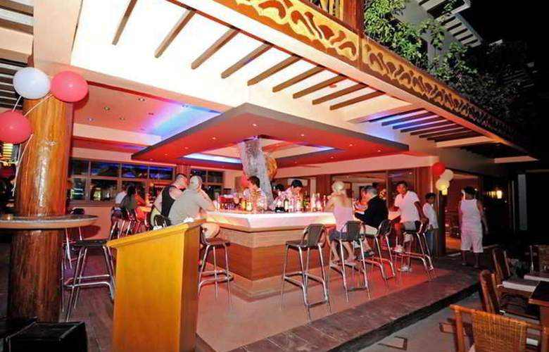 Red Coconut Beach Resort - Bar - 13